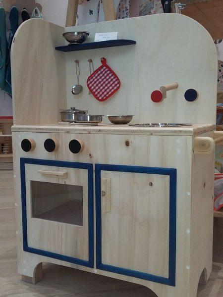cuisinière bleue avec accessoires
