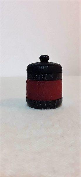 petite boîte en chène noirci